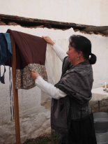 Docent Suzi Calderon Bellman demonstrates laundry and other women's work. Photo by Dr. Paul Mori.